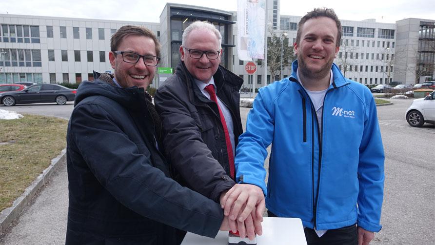 Glasfasertrasse im Münchner Norden geht in Betrieb